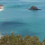 Portinho da Arrábida (Sétubal) une des plus belles plages, la plongée, avec une faune et une flore à découvrir dans les eaux limpides de Pedra da Anixa, un îlot situé en face. en savoir plus au musée océanographique, installé dans la forteresse de Santa Maria da Arrábida.