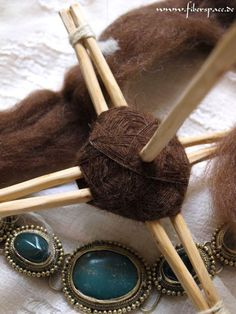 About two years ago I saw a snapshot of a DIY turkish spindle on Ravelry. It inspired me to build something that I like to call paleo spindle for myself. Of course I have no proof that something like that was actually used in the Paleolithic but I would imagine that it is quiet possible considering that it's build from stuff readily available in nature and does need nothing more than stone age ...