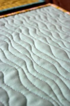 Free Motion Waves Design Quilting Tutorial