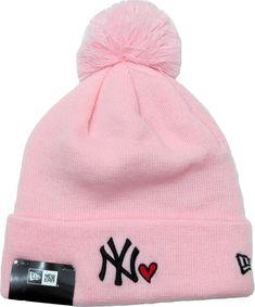 NY Yankees New Era Womens Heart Knit Pink Bobble Hat 9e8858f03eb1