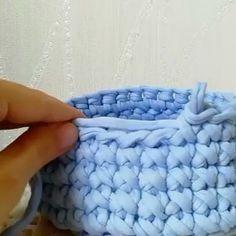 Encerrando o domingo repostando esse ponto centrado cruzado que já é bem conhecido, mas sempre tem gente nova chegando e querendo aprender!. . . . By @mari_linga . . . #crochet #crochetaddict #crochet #croche #croché #croshet #yarnlove #yarn #yarning #knitlove #knit #knitting #trapillo #ganchilloxxl #ganchillo #crocheaddict #fiodemalha #handmade #feitoamao #totora #penyeip #вязаниекрючком #uncinetto #かぎ針編み #inspiracao #inspiration #vídeocrochet #dica #videotutorial