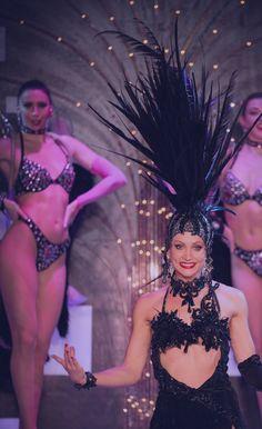 Le spectacle vous invite à revivre les grands moments de cabaret qui ont fait l'histoire de Paris.