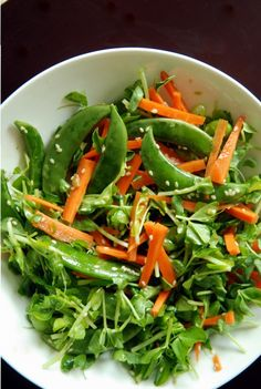 Can you taste spring? I can and it tastes like this salad. Sesame, edamame and pea shoot salad Bento Recipes, Raw Food Recipes, Asian Recipes, Vegetarian Recipes, Cooking Recipes, Healthy Recipes, Healthy Food, Sprout Recipes, Salads
