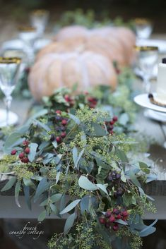 20 minute decorating- 5 ideas for easy autumn centerpieces - French Country Cottage Thanksgiving Table Settings, Thanksgiving Tablescapes, Happy Thanksgiving, Thanksgiving Celebration, Happy Fall, Thanksgiving Recipes, French Country Cottage, French Country Decorating, Fall Home Decor