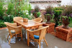 Intimate Courtyards Add Character And Coziness to Private Spaces Front Yard Patio, Wood For Sale, Outdoor Tables, Outdoor Decor, Outside Living, Cozy Place, Teak Wood, Dream Garden, Container Gardening