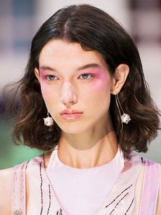 Backstage Cheat Sheet: The Spring 2018 Beauty Trends You'll Want to Wear Now via @ByrdieBeautyUK