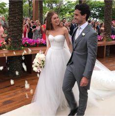"""Marina Ruy Barbosa e Xande Negrão disseram o """"sim"""" em um lindo casamento em Campinas. A atriz usou vestido Dolce & Gabbana."""