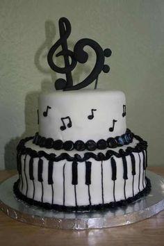Bolo decorado em formato musical