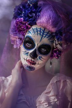Idda van Munster: The History Behind Sugar Skull Face Painting: Dia de los Muertos Sugar Skull Halloween Outfit, Halloween Costume Couple, Halloween Makeup, Halloween Halloween, Vintage Halloween, Sugar Skull Face Paint, Sugar Skull Makeup, Sugar Skull Art, Costume Makeup