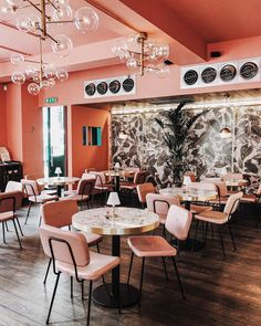 "@lost.in.ldn on Instagram: ""pretty partial to a pop of peach now and then 🍑✨ @rumoursmayfair #thespacesilike #designinspiration #interiorinspo #interiorwarrior…"" Cafe Bistro, Coffee Shop, Conference Room, Peach, Lost, Design Inspiration, Restaurant, Interior, Pretty"