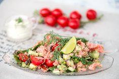 Lohi-juustosalaatti.   Perussalaateista saa ihanan ruokaisia ja silti kevyitä aterioita, kun niihin lisätään kalaa,kanaa tai erilaisia juustoja. Tämä herkullinen salaatti sopii juhlavampaankin hetkeen. Home Food, Kermit, Couscous, Cobb Salad, Potato Salad, Salads, Healthy Recipes, Fish, Snacks