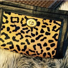 Coach Leopard Fur Clutch Gorgeous Lightly Used Leopard And black leather Coach clutch 💕💞 Stunning!!!!!! 👑👑👑👑 NO TRADES Coach Bags