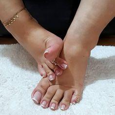 Cor da semana: rosinha transparente com francesinha #feetlovers #footfetishnation #foot #footmodel #feetporn #feetluv #pieds #pies #pezinhos #brazilianfeet #barefoot #ringtoes #longnails #instafeet #selfeet #sexyfeet #solinhas #soles #toes #bigtoe #dedinhos #cutefeet #perfectfeet #perfectnail #prettytoes #prettyfeet