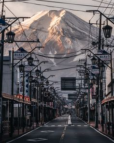 The beauty of & Mount Fuji, Japan. Photo by The post The beauty of Mount Fuji, Japan& appeared first on . Photo Japon, Japan Photo, Japan Picture, Monte Fuji Japon, Sexy Fotografie, Places To Travel, Places To Visit, Travel Destinations, The Holy Mountain