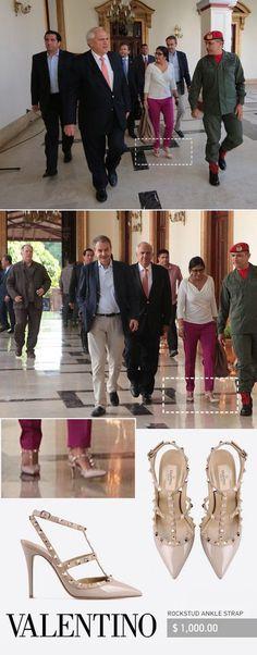 La canciller de Venezuela, Delcy Rodriguez, mejor conocida por su problema con las flatulencias en las reuniones internacionales, sostuvo una reunión con el ex-presidente español José Luis Rodríguez Zapatero, en la que lució un par de zapatos valorados en 1.000.000 bs (un millón de bolívares fuertes), lo que indignó a miles de venezolanos que tienen un sueldo de menos de 30.000 bs mensuales.