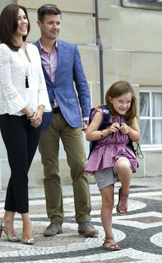 Royal parents Prince Frederik and Mary accompany their 2nd born to her 1st day of school 8/13/2013