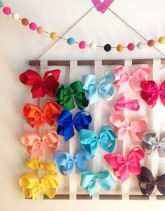 New Hair Accessories Storage Diy Headband Holders Ideas Hair Bow Hanger, Diy Hair Bow Holder, Diy Headband Holder, Diy Hair Bows, Diy Bow, Ribbon Hair, Hair Bow Storage, Organizing Hair Accessories, Diy Hair Accessories