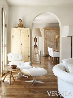 Beige interior, white Eames chair - LOVE this! Interior Exterior, Interior Architecture, Modern Interior, Urban Deco, White Eames Chair, Houston Houses, French Style Homes, Vintage Stil, White Rooms