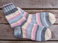 Vanuttunut Villasukka Boot Socks, Knitting Socks, Villa, Blog, Happy, Crochet Boots, Tejidos, Knit Socks, Blogging