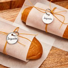Add a personal touch to your baked goods with these Avery metal key tags. Check out more ideas at Avery.com. Printable Designs, Free Printables, Bread Packaging, Key Tags, Baked Goods, Personalized Gifts, Unique Gifts, Gift Wrapping, Touch