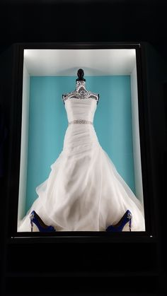 Wedding Dress Glass Display Case | Wedding Ideas