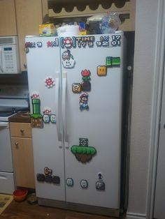 It think these are perler beads! Awesome Super Mario perler fridge magnets - planned out specifically to create a great scene on the fridge doors. Perler Beads, Fuse Beads, Hama Beads Mario, Super Mario, Art Perle, Geek Stuff, Ideias Diy, Perler Patterns, Bead Art