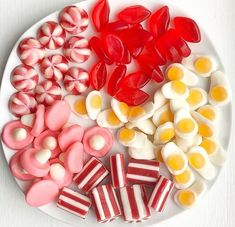 Jelly Beans, Candy Crash, Cute Food, Yummy Food, Candy Pictures, Food Wallpaper, Japanese Sweets, Food Platters, Food Drawing