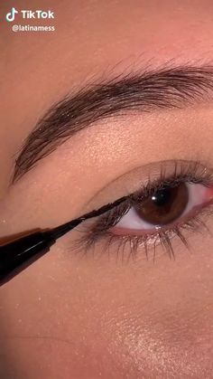 How To Draw Eyeliner, Thin Eyeliner, Eyeliner For Hooded Eyes, Smokey Eyeliner, Eyeliner Looks, Gel Eyeliner, Pencil Eyeliner, Eyeliner Types, Eyeliner For Almond Eyes