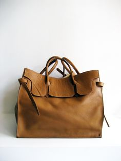 You can find those hanbags on http://annagoesshopping.com/handbags