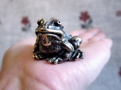 Bronze toad statuette, tiny frog figurine, small toad miniature, bronze hoptoad miniature, little frog souvenir, metal Feng Shui toad