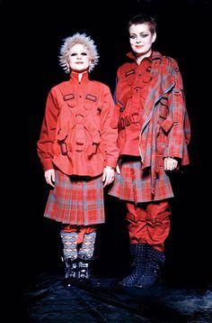 Vivienne Westwood - Queen of Tartan British Punk, British Style, Punk Fashion, Vintage Fashion, Street Fashion, Latex Fashion, Lolita Fashion, Fashion Boots, Art Chanel