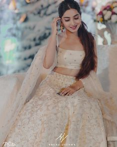 Bridal Hairstyle Indian Wedding, Indian Bridal Outfits, Indian Bridal Lehenga, Indian Bridal Wear, Indian Designer Outfits, Indian Wear, Indian Bridesmaid Dresses, Beautiful Pakistani Dresses, Bride Sister