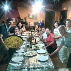 Cena compartida en la casa rural
