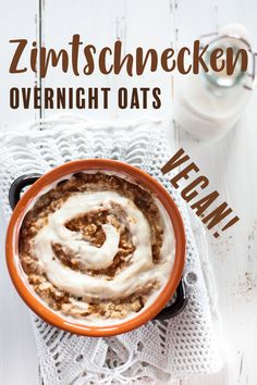 Delicious vegan cinnamon rolls Overnight Oats are a healthy and satisfying breakfast! With gluten-free oatmeal you can also make them gluten-free! Vegan Sweets, Healthy Sweets, Vegan Desserts, Healthy Snacks, Vegan Recipes, Oats Recipes, Clean Eating Breakfast, Clean Eating Meal Plan, Clean Eating Snacks