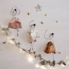 In this DIY tutorial, we will show you how to make Christmas decorations for your home. The video consists of 23 Christmas craft ideas. Diy Arts And Crafts, Handmade Crafts, Fun Crafts, Paper Crafts, Diy Jewelry Rings, Jewelry Crafts, Jewelry Art, Fabric Jewelry, Dance Crafts