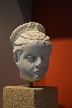 Archaeological Museum of Thessaloniki: Head of a girl with an elaborate hairstyle. (Roman period)