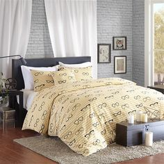 """The HipStyle Simone Collection provides an urban chic look to your bedroom. The eyeglass pattern is printed on a 200 thread count cotton duck fabric for a textured look and feel. This unique collection is completed with an 18x18"""" decorative pillow."""