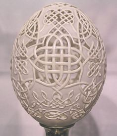An amazing skill! Eggshell Sculptures by Gary LeMaster