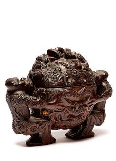 Native - A Maori Rotorua box Polynesian People, Nz Art, Maori Art, Ocean Art, Wood Carving, Wood Art, Nativity, 3 D, Lion Sculpture