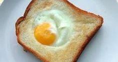 Ingredienti:  •1 uovo •1 fettina di pane •1 cucchiaio di burro o margarina •prezzemolo o erba cipollina •sale