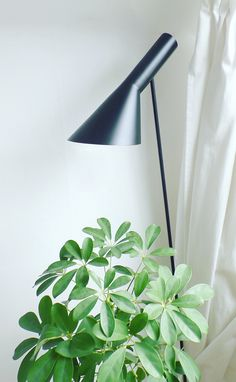 Via NordicDays.nl | Arne Jacobsen Floor Lamp | Black and Green