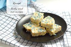 Kraamhapje: rocky road met muisjes Rocky Road, Mini Marshmallows, Rice Krispies, Cornbread, Fudge, Ethnic Recipes, Babyshower, Millet Bread, Baby Shower