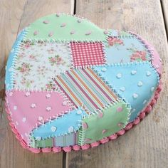 21 Patchwork Cake So pretty. Patchwork Cake, Quilted Cake, Patchwork Heart, Gorgeous Cakes, Pretty Cakes, Amazing Cakes, Crazy Cakes, Fancy Cakes, Cake Cookies