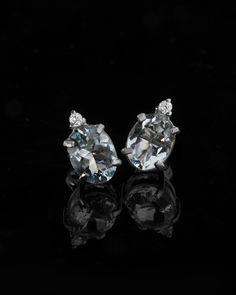 Σκουλαρίκια λευκόχρυσα Κ18 με Διαμάντια & Τοπάζι