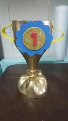 Father's Day Gifts Diy Trophy, Olympic Crafts, Diy And Crafts, Crafts For Kids, Soccer Birthday, Father's Day Diy, Dad Day, Fathers Day Crafts, Mother And Father