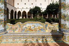 Basilica di Santa Chiara, Garten, Napoli, Italy Napoli Italy, Amalfi Coast, Naples, Taj Mahal, Santa, Country, Building, Travel, Italia