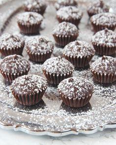 Drömgoda chokladpraliner med florsocker på toppen!