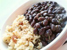 #veggie #vegan #arroz integral #UvasPasas #Ajonjolí - #Fríjoles negros #Cebolla #Tomate #aceiteDeOlivas #Ajo #Perejil #Vino #MielDeMaple