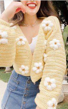 Crochet Cardigan Tutorial – Krystal Everdeen Crochet Fall, Crochet Woman, Cute Crochet, Crochet Crafts, Knit Crochet, Crotchet, Diy Crochet Cardigan, Crochet Designs, Crochet Patterns