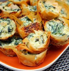 Recipe for Spanakopita Bites – Greek Spinach Pie Bites - Spanakopita Bites are mini phyllo pastry shells filled with a delicious spinach and feta cheese filling. food and drink Finger Food Appetizers, Yummy Appetizers, Appetizers For Party, Appetizer Recipes, Appetizer Ideas, Phyllo Appetizers, Christmas Appetizers, Spinach Appetizers, Greek Appetizers